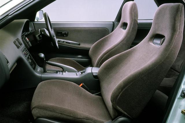 画像: S13シルビア Q'sのインテリア。曲線を多用したエレガントなデザイン。