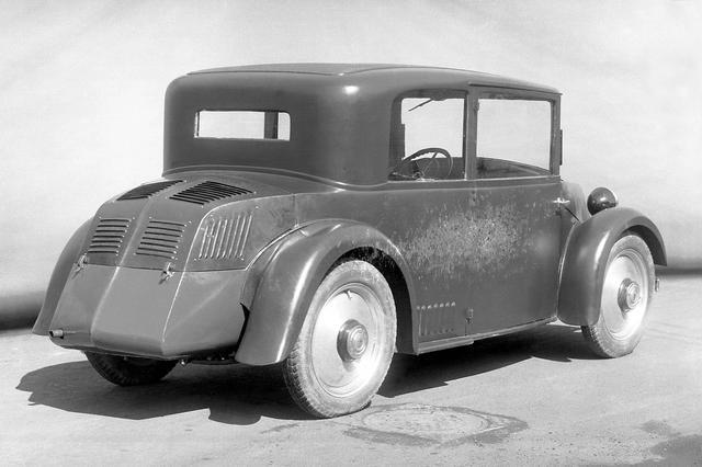 画像: 130の前に1931年ごろにダイムラー・ベンツが開発を進めたW17型。試作に終わったが、リアに積む1.2Lエンジンは、後のフォルクスワーゲンと同じ空冷水平対向4気筒だった。