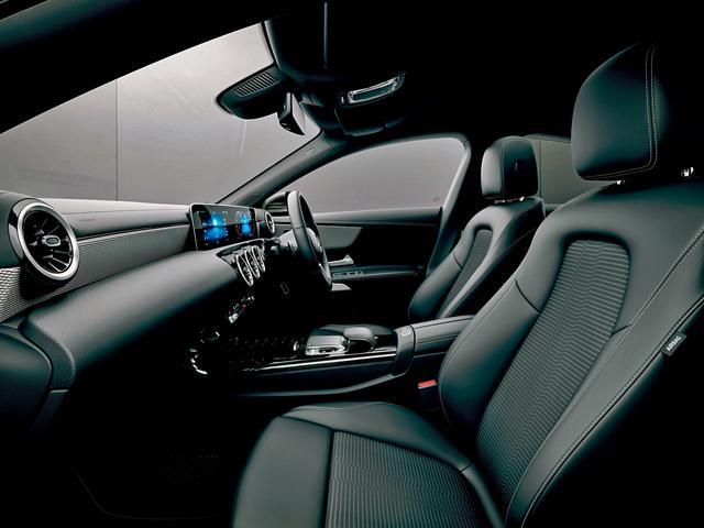 画像: 室内幅は前後席とも従来型より広くなっている。