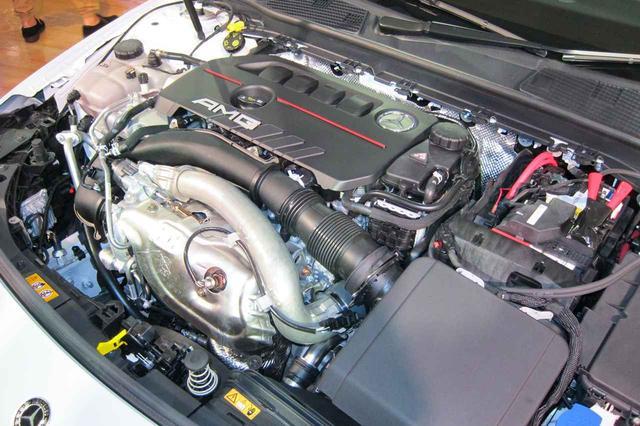 画像: メルセデスAMG A35 4マティックに搭載されるM260型エンジンは、306ps/400Nmを発生する2L直4ターボ。