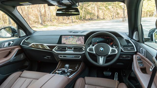 画像: 新しいBMWの表示操作システム「BMW Operating System 7.0」が導入されたインテリア。