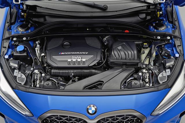 画像: M135i xドライブは、306psと450Nmを発生する2Lの直4ターボを搭載。