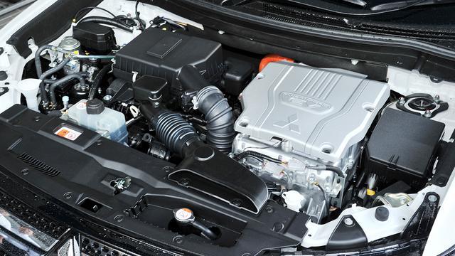 画像: 搭載の2.4L直4DOHCエンジン(最高出力128ps/最大トルク199Nm)。