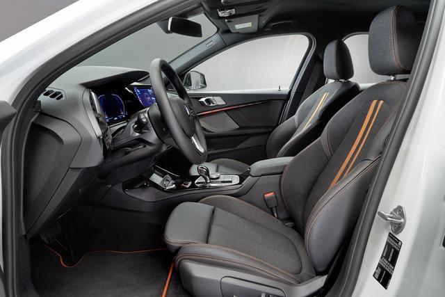 画像: FF化した恩恵で、室内空間は前後席とも機能性が改善されている。
