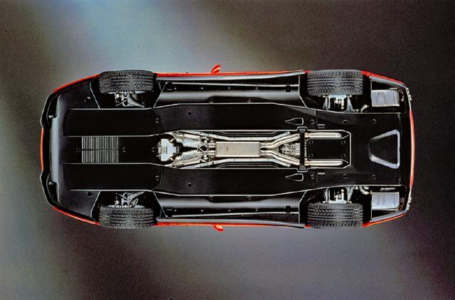 画像: ボディ下面は空力向上のためにフラットボトム化され、見えないところにこだわりを感じさせる。