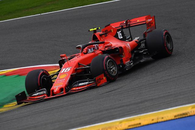 画像: ポールポジションから安定した走りを見せたフェラーリのシャルル・ルクレール。最後はルイス・ハミルトン(メルセデスAMG)のプレッシャーを受けたがそのまま逃げ切った。