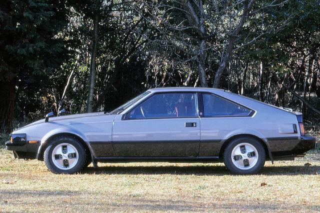 画像: 丸みを帯びたボディが80年代の主流になるが、XXの登場時にはまだ角張ったボディのクルマが多かった。