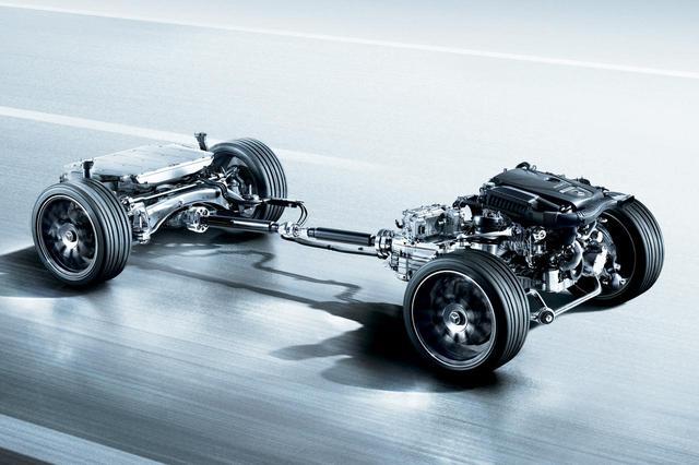 画像: メルセデス・ベンツ C350eのパワートレーン。バッテリーはトランク下に搭載される。