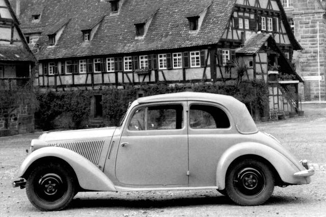 画像: メルセデス・ベンツが1936〜37年に開発を進めた前輪駆動の130VB。コード名はW144。外観はオーソドックスだが、4気筒ながらボンネットが短いのが特徴。