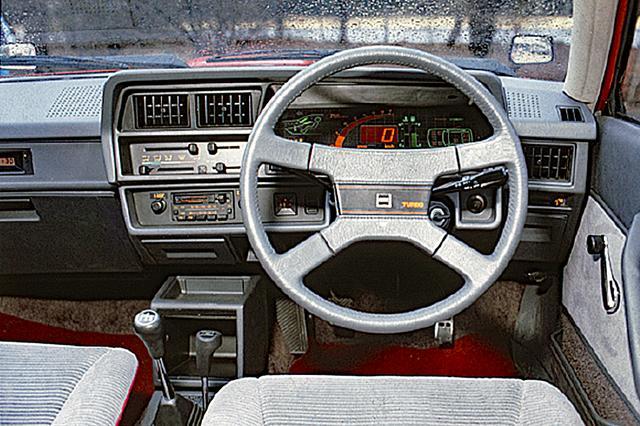 画像: 3タイプあったターボバージョンの中で、GSR-Sは最上級モデル。インパネは当時流行のデジタル式を採用した。