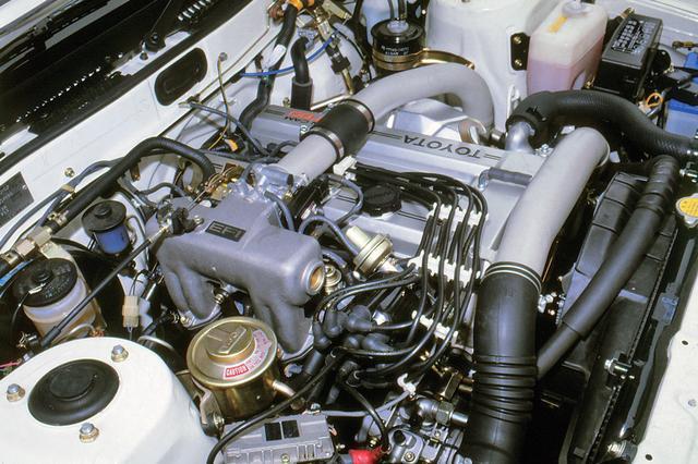 画像: ツインカムかターボかという論争に終止符を打った、1.8L DOHCターボの3T-GTEUエンジン。