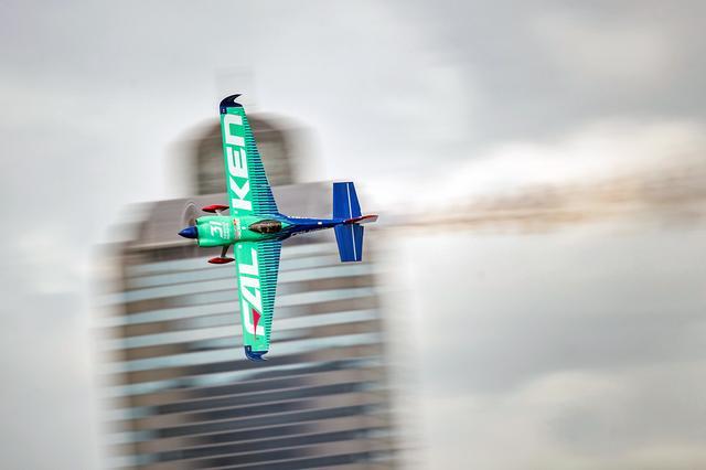画像: 1回戦敗退から敗者復活で勝ち上がり、見事に逆転優勝を飾った室屋機。