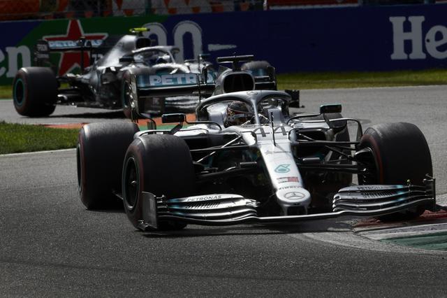 画像: 2-3位に入ったメルセデスAMG。2台が連携してルクレールを追ったが、逆転ならず。2位ボッタス、3位ハミルトン。