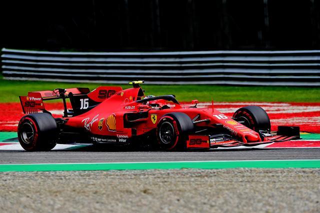 画像: 優勝を飾ったフェラーリのシャルル・ルクレール。前戦ベルギーGPに続く2連勝。