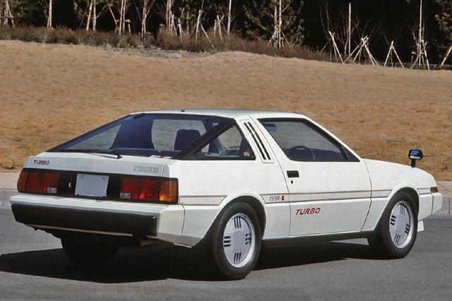 画像: 4輪ストラットの独立サスを採用。ブレーキは4輪ベンチレーテッドディスクだった。