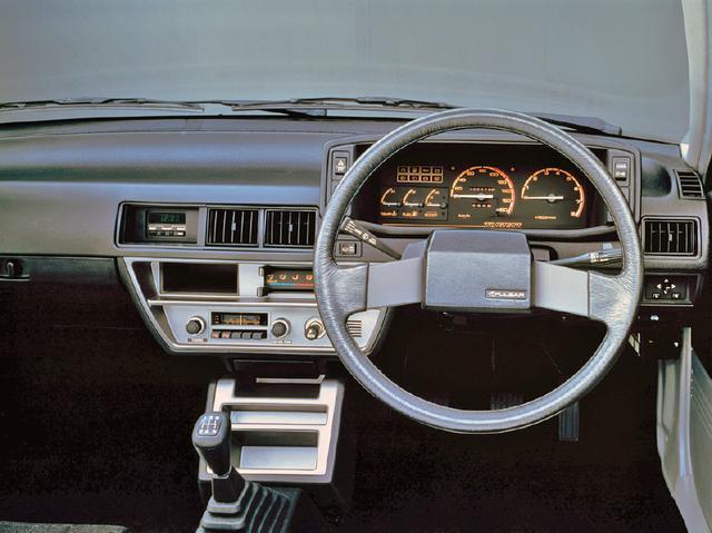 画像: インパネはHBボディのパルサー ターボSと同じデザインを採用しており、内装の違いはほとんどない。