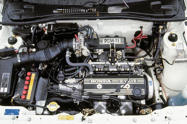 画像: 1.5LのSOHCながら気筒あたり3バルブをもち、さらにPGM-FIによって燃料供給を受けるEW型エンジン。