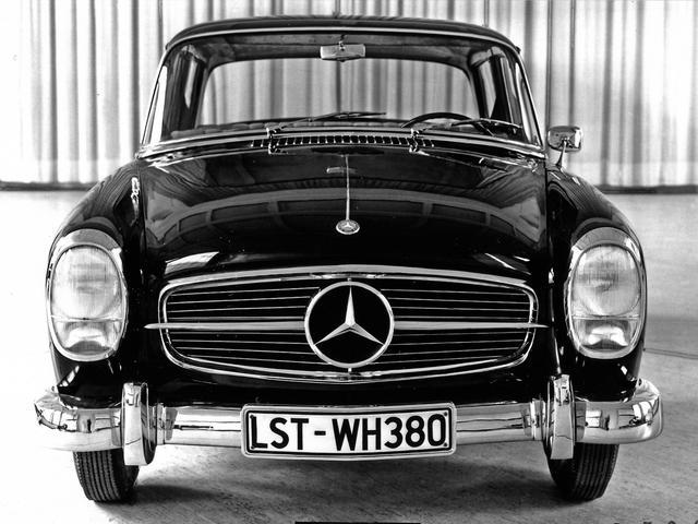 画像: W122型の1956年のデザインスタディ。これもグリルがSL風で、1960年代のメルセデスの特徴となる「タテ目」のヘッドランプを採用している。