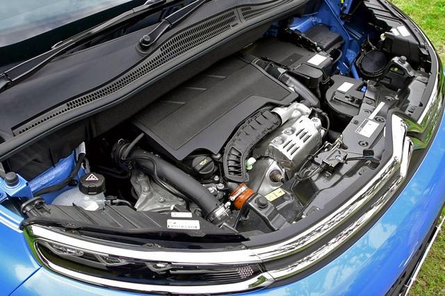 画像: 1.2L直3ターボエンジンのパワースペックはベースとなったC3と同じ。
