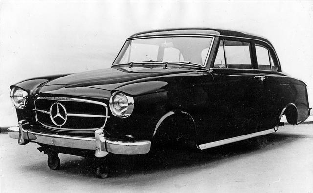 画像: W122型のデザインスタディのひとつ。2ドアで、なおかつSLのようなグリルを採用。近年のメルセデスのセダンやクーペを先取りしたようなグリルの仕立てだ。