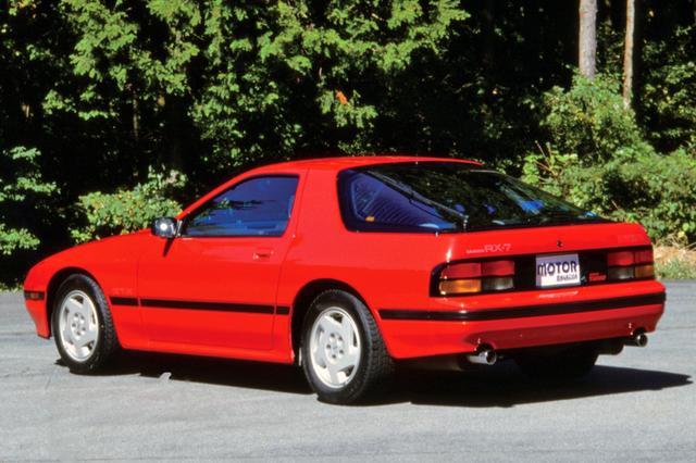 画像: 初代RX-7に比べて全体的にボディは大きく、重厚感あふれるシルエットとなった。