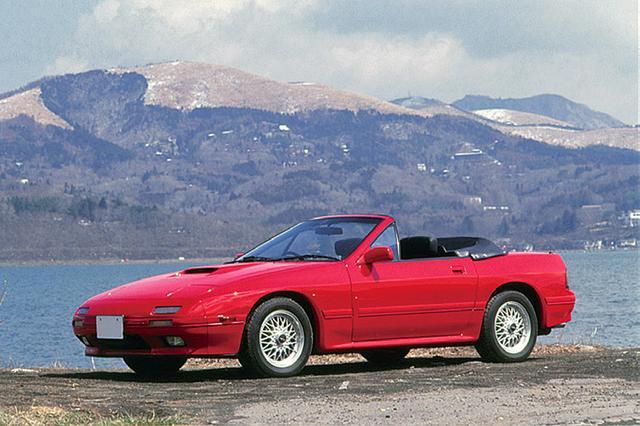 画像: 1987年8月、上級モデルのGTリミテッドをベースにカブリオレが登場。ベースが最上級車ゆえにシートは本革仕様だった。