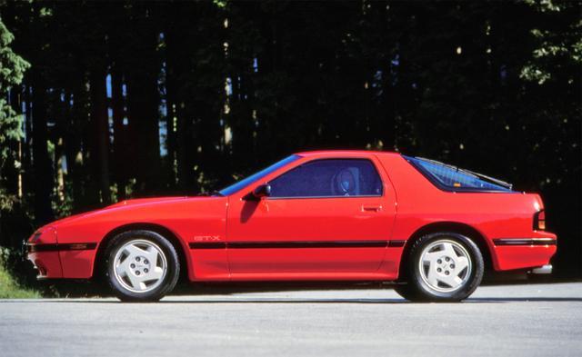 画像: 全長4310mm、全幅1690mmと堂々たるボディに生まれ変わった2代目RX-7。テスト値で、最高速度は231.88km/h、0→400m加速は14.62秒と、国産車トップクラスのパフォーマンスを見せた。