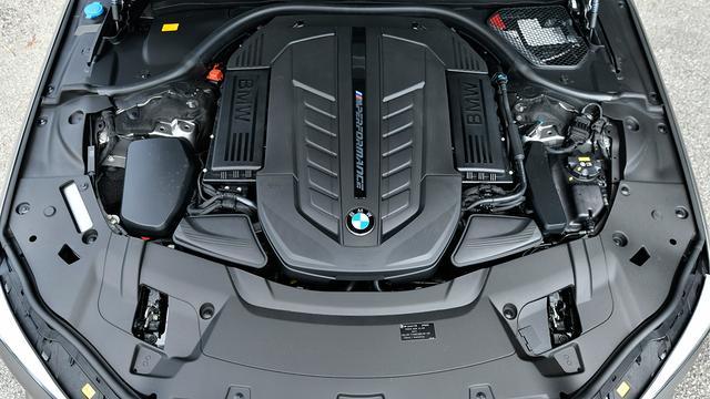 画像: 609psを発生する6.6L V12ツインターボエンジンはM760 Li xDriveにのみ設定。滑らかさと力強さを兼ね備える。