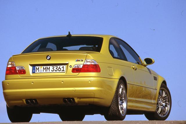 画像: 通常の市販車のレベルをはるかに超えたこだわりを見せた3代目M3(E46)。3シリーズと違いがさらに明確になった。