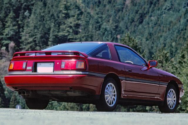 画像: 「トヨタ3000GT」というキャッチフレーズからもわかるとおり、豪華なグランドツアラーに生まれ変わった。デビュー時の国内仕様は全車5ナンバー幅のナローボディだった。