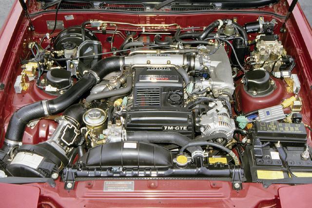 画像: ソアラと同一スペックの7M-GTEU。トヨタのM型DOHCのルーツは2000GT用の3M型ユニットで、20年間に2Lから3L、150ps(グロス)から230ps(ネット)へと進化した。