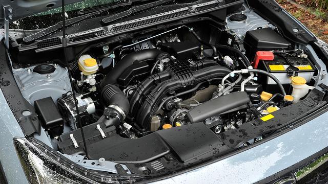 画像: 2.0i-Sアイサイト搭載の2L水平対向4DOHCエンジン。最高出力154ps/最大トルク196Nmを発生。