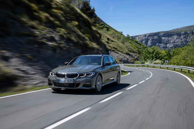 画像: BMWの「駆けぬける歓び」は当然、ツーリングモデルであっても健在だ。