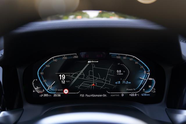 画像: 「エレクトリック」モード時のメーター。モーターで走っているかエンジンかなどはここをチェックすることでわかる。