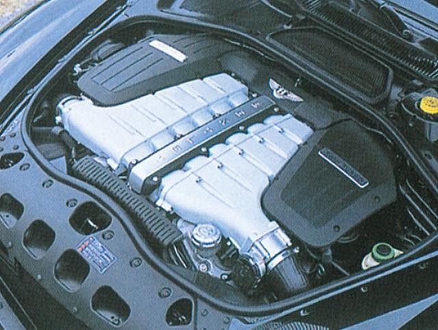 画像: 2列W型に配列された12気筒エンジン。直列6気筒を組合わせた通常のV型12気筒よりはるかにエンジン全長を短く軽量化できるのがメリット。6L ツインターボゆえトルクはあり余るほどあり、 スピードコントロールはまさしく意のまま。