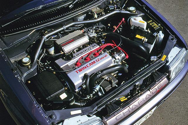 画像: DOHC4バルブ+インタークーラーターボは1Lに固執したダイハツの技術の結晶。190km/hに迫る最高速は当時のリッターカーの最高記録だった。
