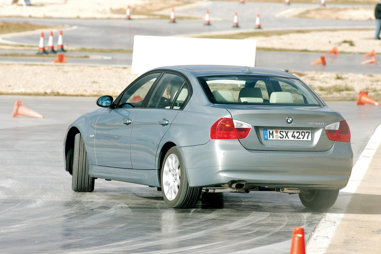 Images : 2番目の画像 - E90型BMW 3シリーズ(2005年) - Webモーターマガジン