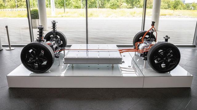 画像: 電気自動車専用プラットフォーム「MEB」は、今回のID.3に続いてID.CROZZやID.BUZZにも使われる。