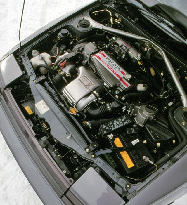 画像: ブロック剛性をアップし、内製のCT26タービンを装着した3S-GTE。2L 4気筒ターボらしい荒々しいパワーフィールを見せた。