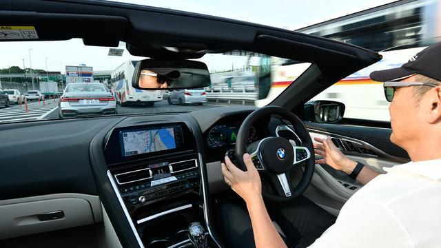 画像: ハンドルから手を離せるようになるが、安全上、ドライバーはいつでも操作が可能な状態にしている必要がある。