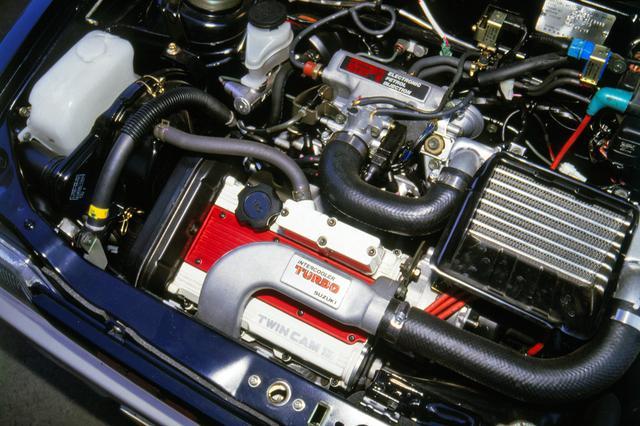 画像: F5Aターボの過給圧は0.9kg/平方cmとワークスレーシングカー並みの高さだった。1万rpmまで一気に吹け上がるユニットだ。
