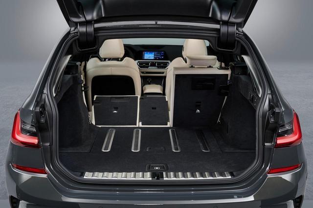 画像: 新型3シリーズツーリングのラゲッジルーム。後席を倒せば1510Lに拡大。