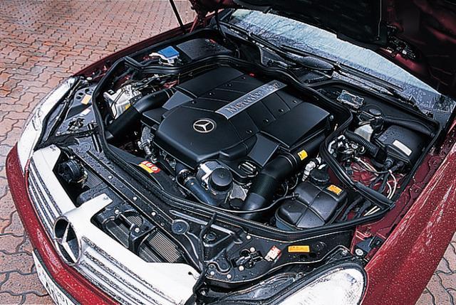画像: CLS500に搭載される5L SOHCエンジン。すでにSクラス、Eクラスなどに搭載されているユニットで、相変わらず、滑らかで、しかも力強い。