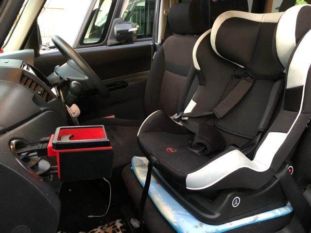 画像: 子どもと2人で乗る機会が多いママさんドライバーは、助手席にチャイルドシートを取り付けがちだが・・・。