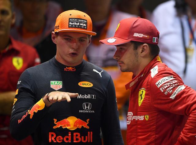 画像: マックス・フェルスタッペン(左/レッドブル・ホンダ)。ドライバーズランキング3位。右はフェラーリのシャルル・ルクレール。