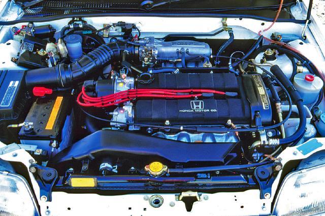 画像: 改良型のZCエンジンは130psで、当時の1.6Lクラスではトップレベル。1トンに満たない軽量ボディを引っ張るには十分以上のポテンシャルを持っていた。