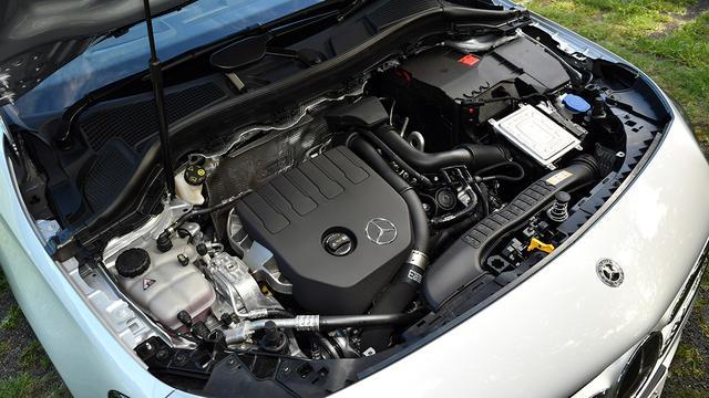 画像: 搭載の1.4L直4DOHCターボエンジン(最高出力136ps/最大トルク200Nm)。