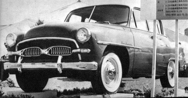 画像: 1955年、第2回ショーで日本初の純国産乗用車として華々しくデビューしたトヨペット クラウン。ショーでは黒山の人だかりとなった。