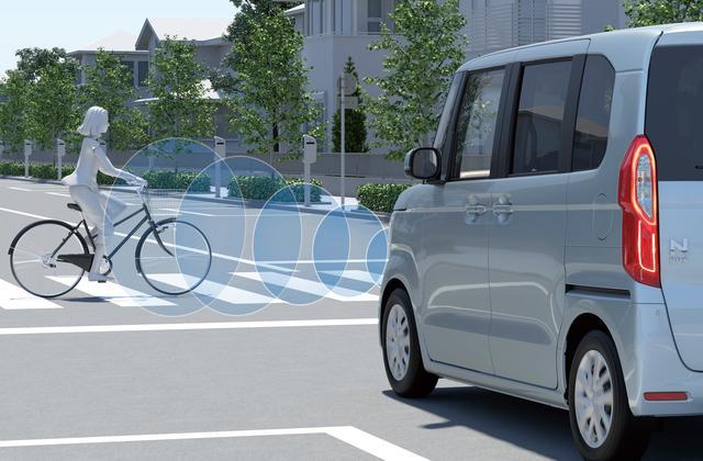 画像: 衝突軽減ブレーキの性能を向上。横断する自転車をも検知する。