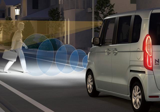画像: 衝突軽減ブレーキはさらに街灯のない夜間の歩行者にも対応。